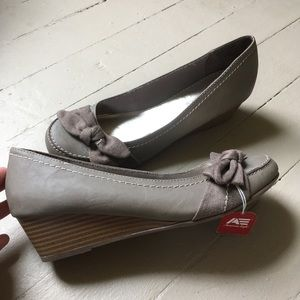 American Eagle Outfitters Gray Wedge Size 8